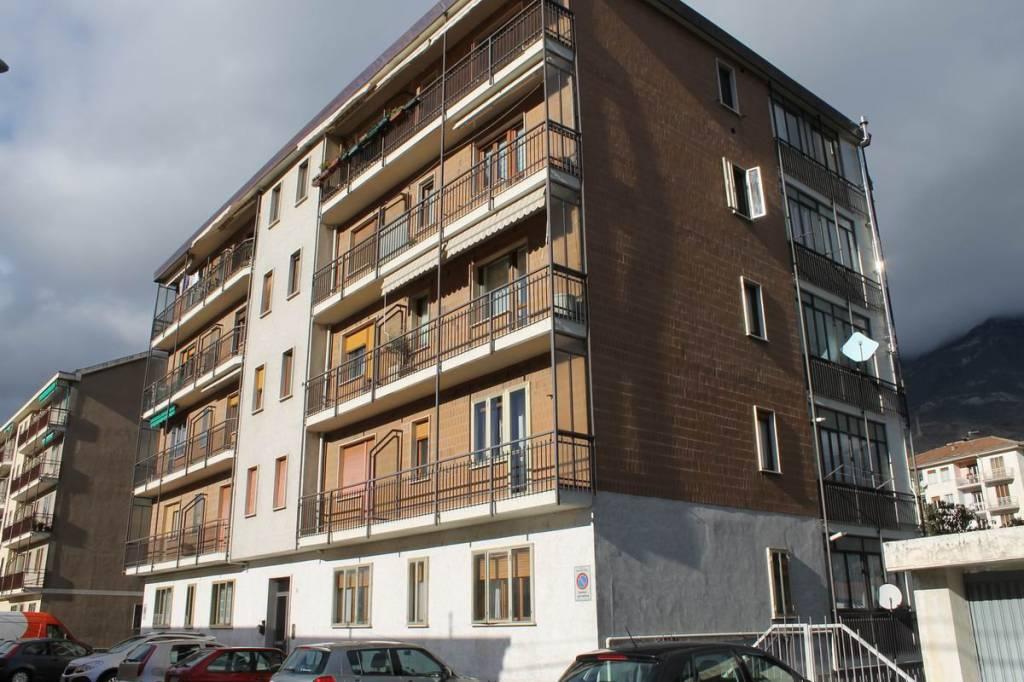 Appartamento in buone condizioni in vendita Rif. 8717686