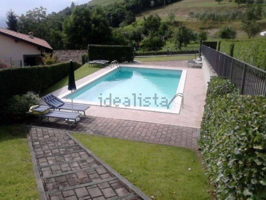 Appartamento in buone condizioni arredato in affitto Rif. 9303292