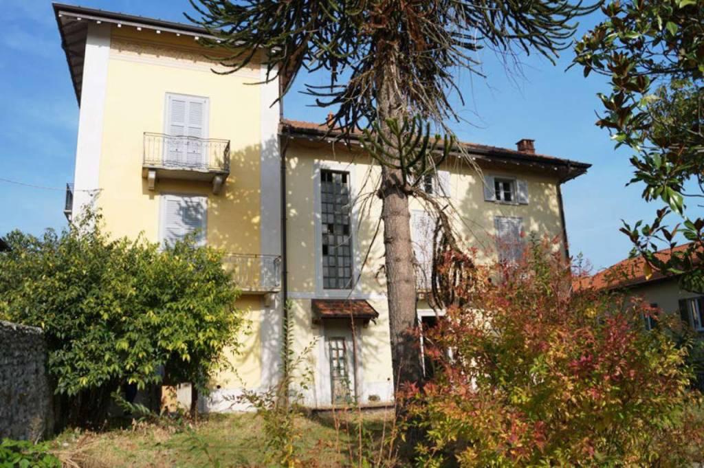 Villa in vendita a Mercallo, 10 locali, prezzo € 550.000 | CambioCasa.it