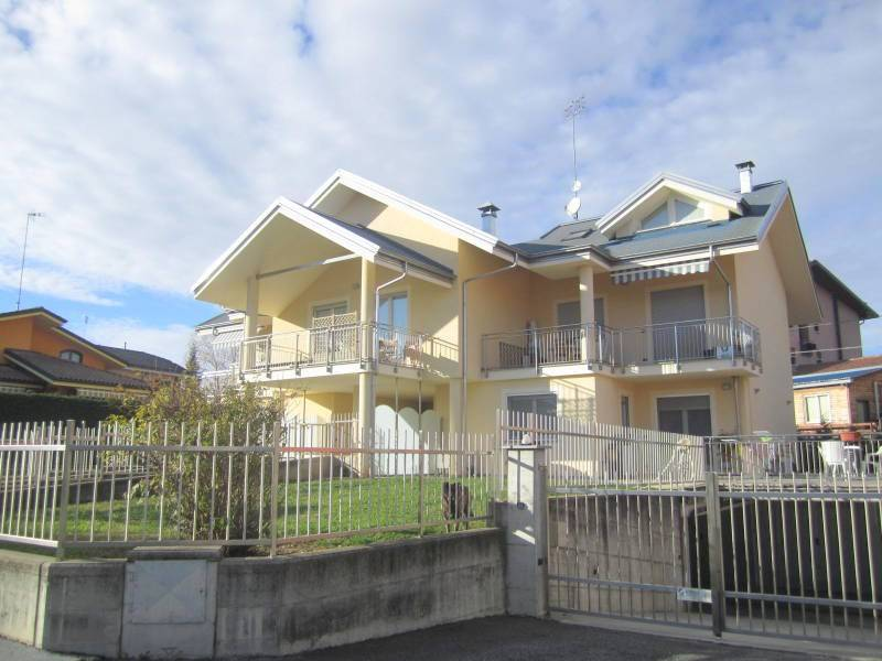 Appartamento in buone condizioni in vendita Rif. 8718474