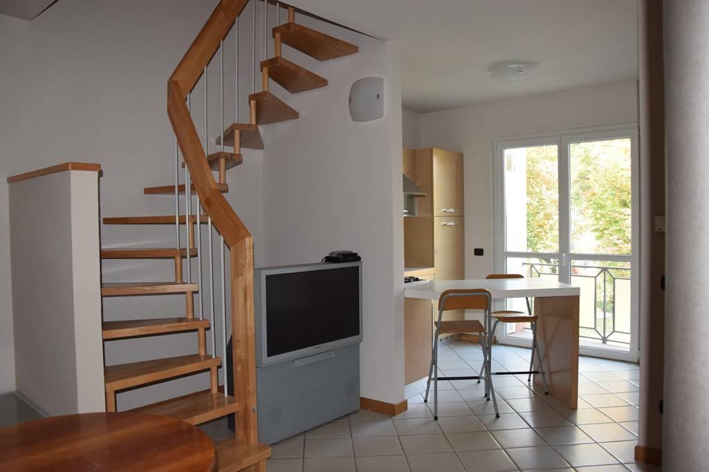 Appartamento in ottime condizioni in affitto Rif. 8716704