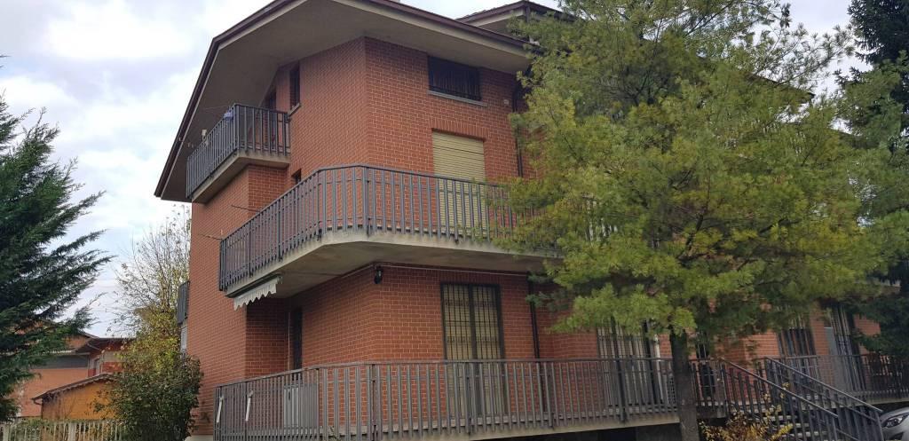 Castagnito appartamento in piccola palazzina€. 115.000