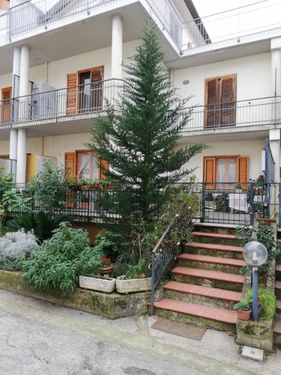 Appartamento in buone condizioni in vendita Rif. 8716424