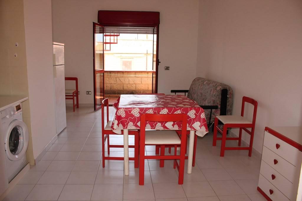 Appartamento in buone condizioni arredato in vendita Rif. 8716679