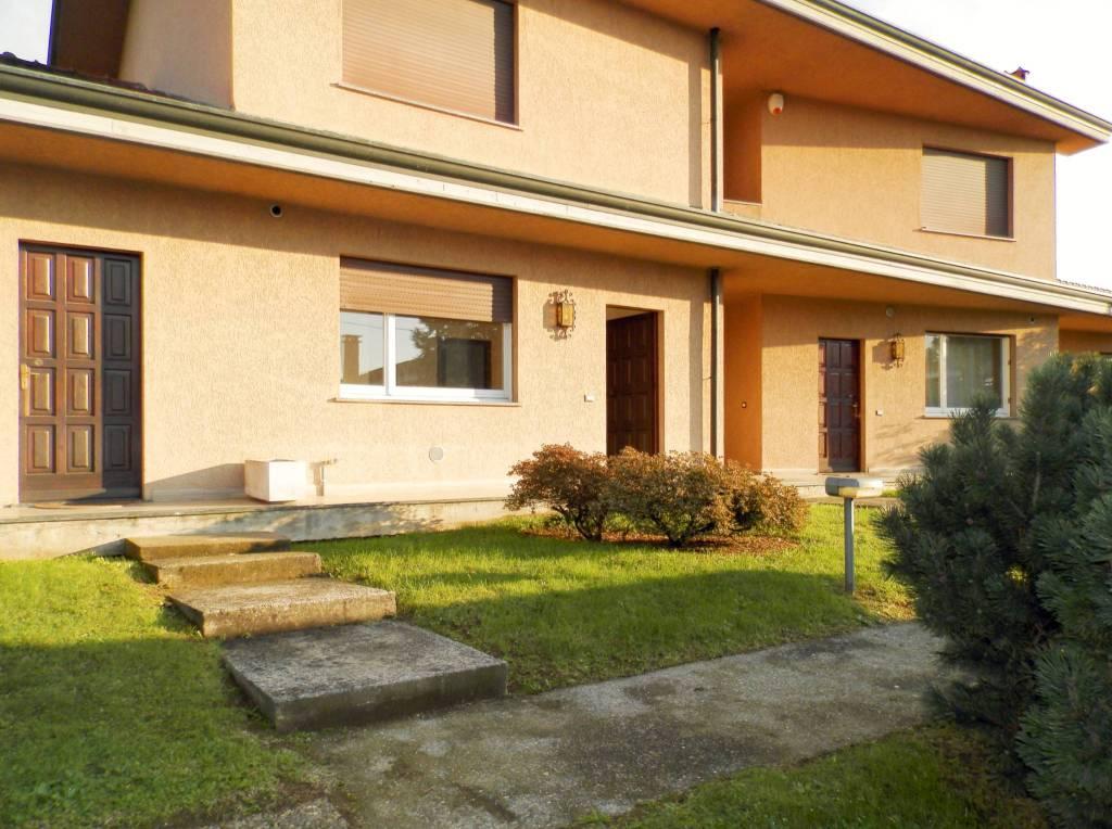Appartamento in buone condizioni parzialmente arredato in affitto Rif. 8730689