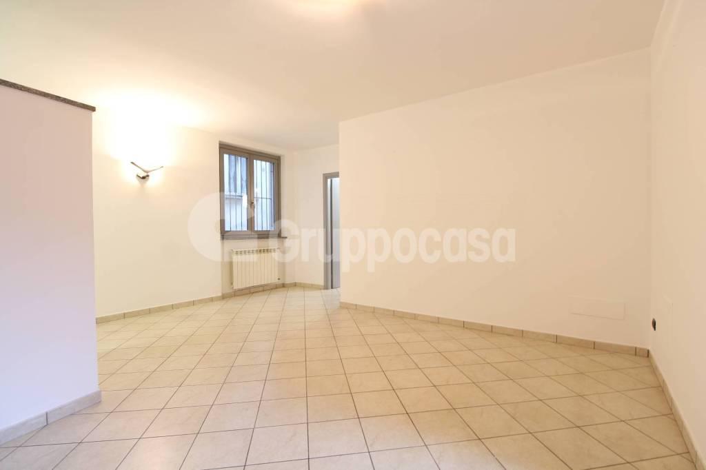Appartamento in buone condizioni in affitto Rif. 8730345