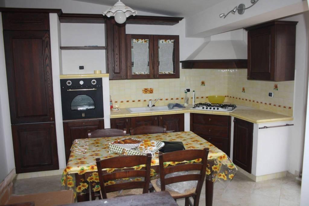 Appartamento in buone condizioni arredato in affitto Rif. 8732485