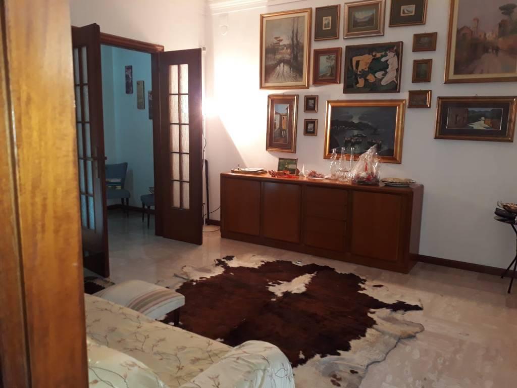 Appartamento in buone condizioni in vendita Rif. 8730602