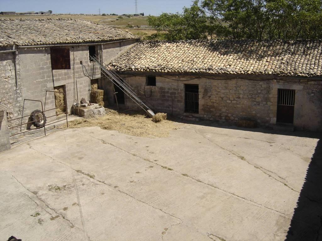 Rustico / Casale da ristrutturare in vendita Rif. 8731234