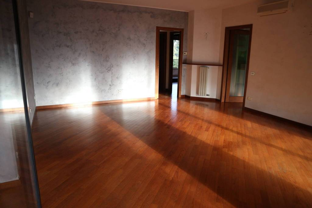 Appartamento in ottime condizioni in affitto Rif. 8730599