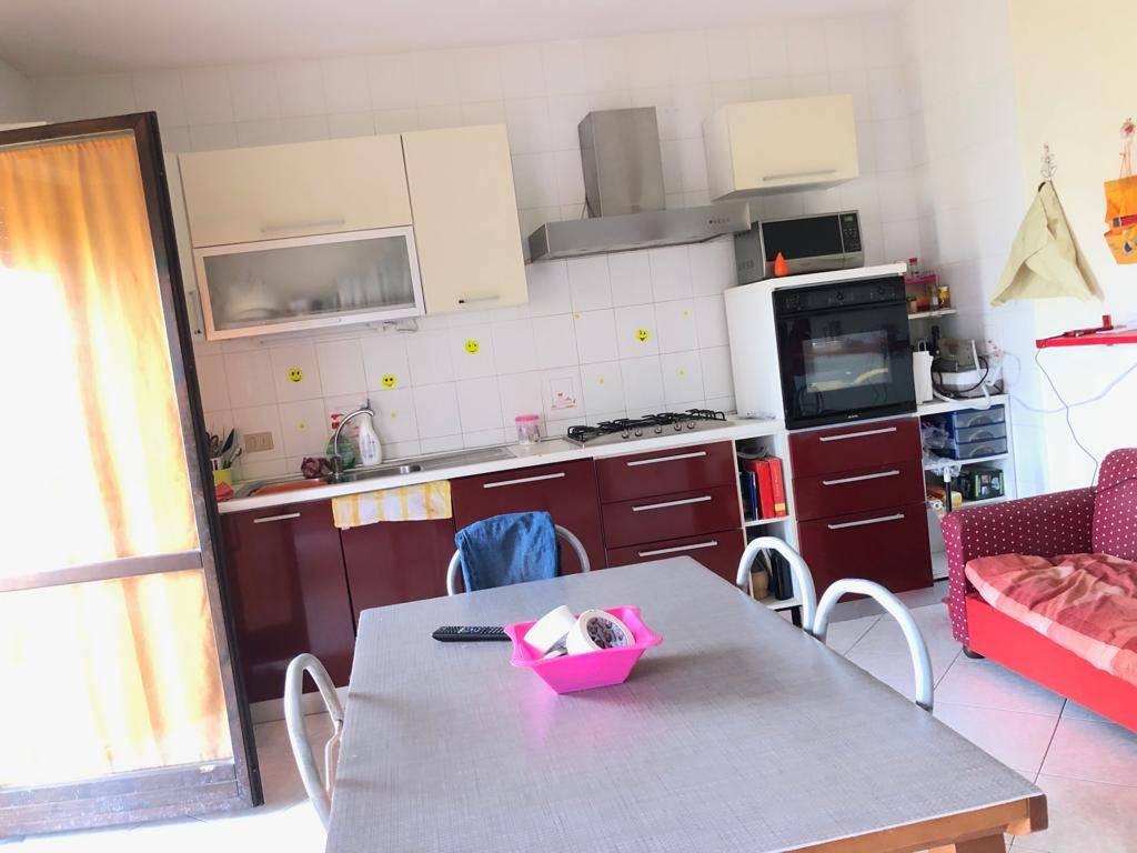 Appartamento in buone condizioni in affitto Rif. 8730993