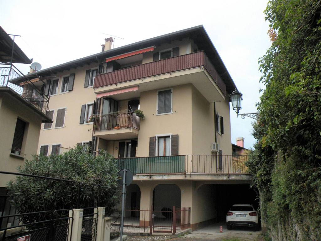 Appartamento in ottime condizioni arredato in vendita Rif. 8730997