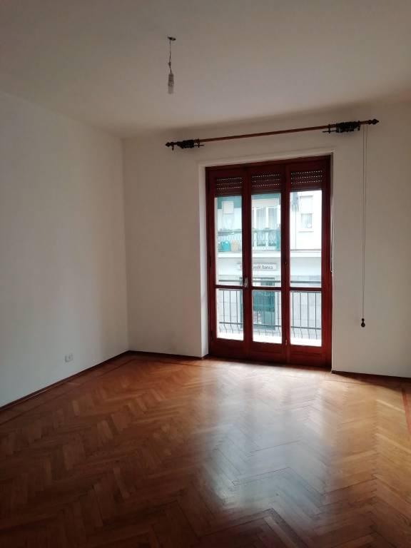 Appartamento in buone condizioni in affitto Rif. 8730624