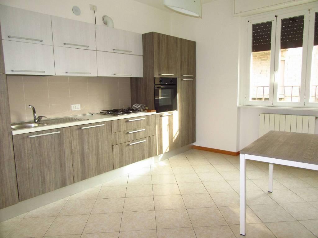 Appartamento in ottime condizioni parzialmente arredato in affitto Rif. 8731241