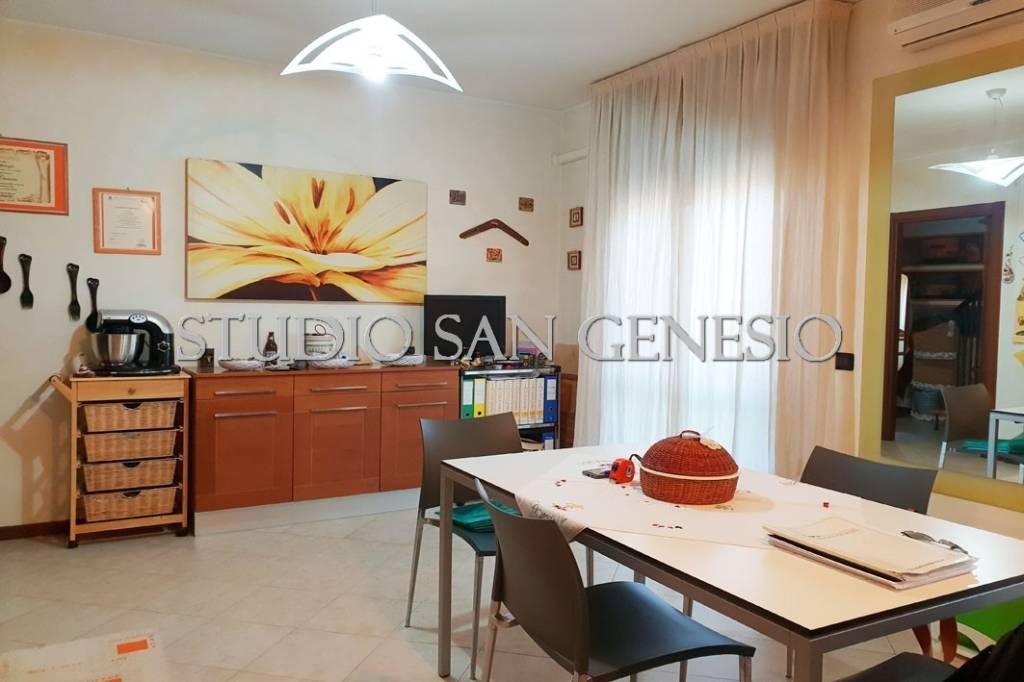 Appartamento in buone condizioni in vendita Rif. 8734239