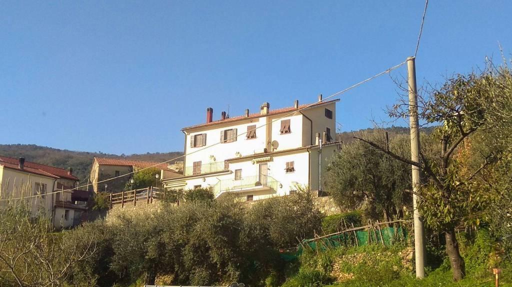 Soluzione Indipendente in vendita a Vado Ligure, 5 locali, prezzo € 330.000   CambioCasa.it