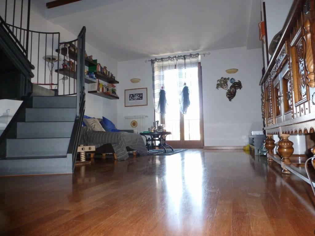 Appartamento in ottime condizioni parzialmente arredato in vendita Rif. 8730256