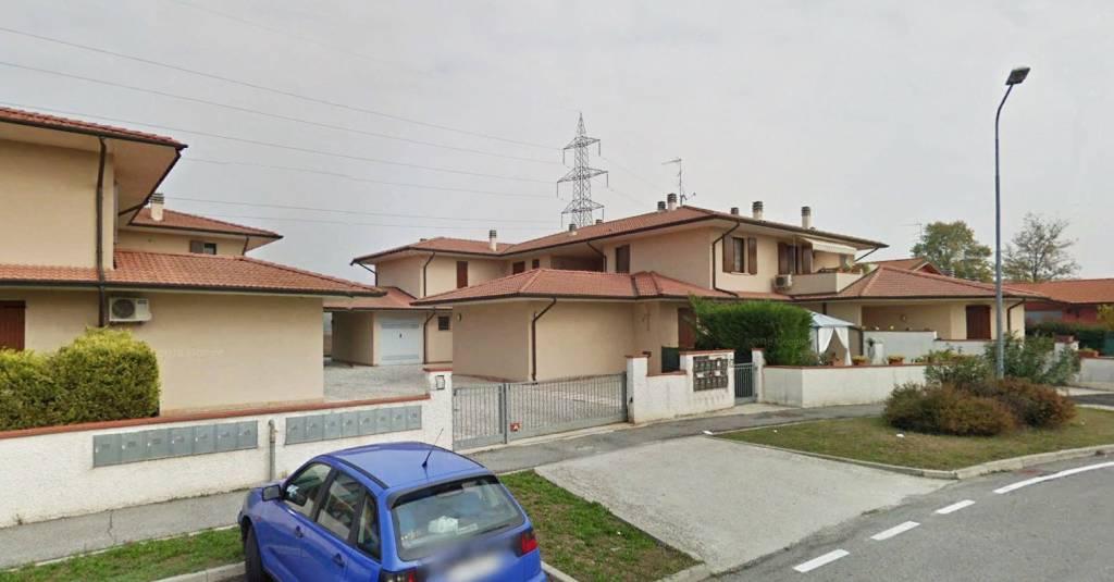 Appartamento in buone condizioni in vendita Rif. 8730698
