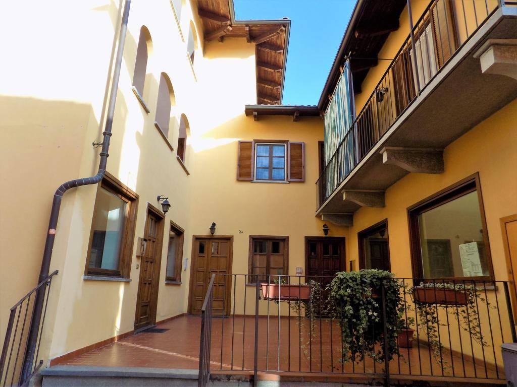 Appartamento in buone condizioni in affitto Rif. 8732989