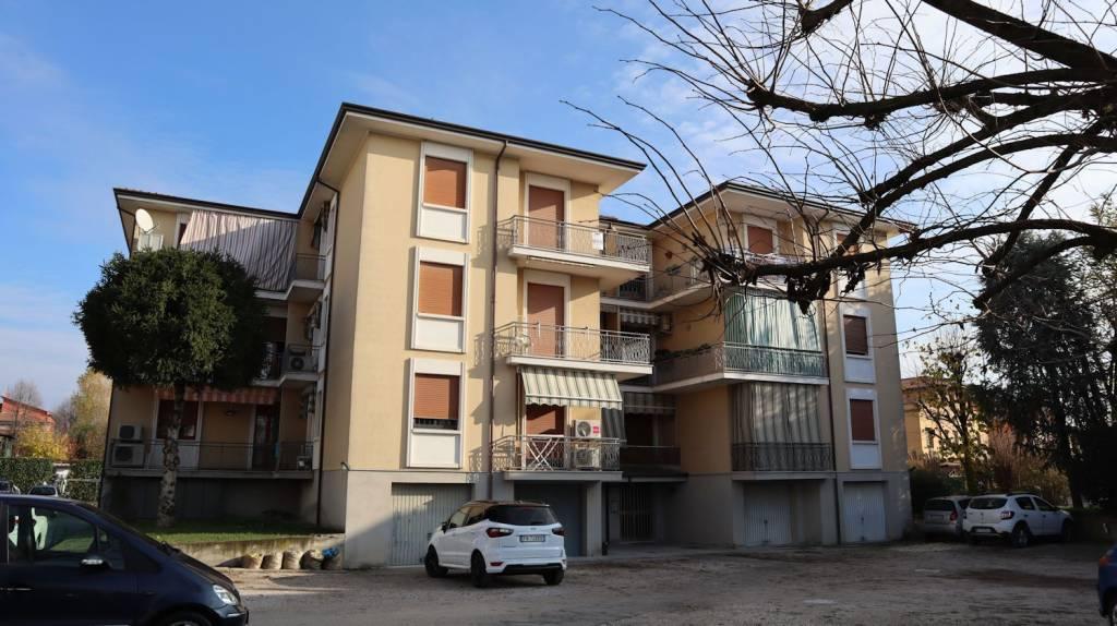 Appartamento in buone condizioni in vendita Rif. 8734192