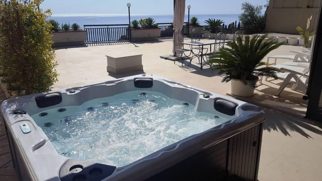 Esclusivo lussuoso con terrazza e jacuzzi Taormina centro