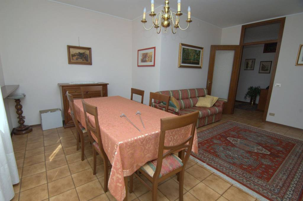 Appartamento in buone condizioni arredato in vendita Rif. 9153428
