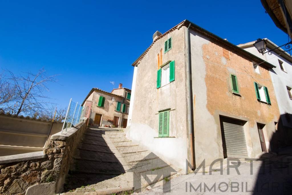 Terra Tetto in Collina Toscana a 30 Minuti Mare con Garage