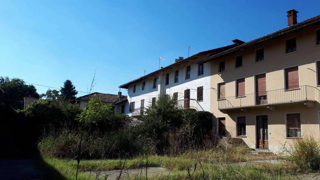 Rustico / Casale in vendita a Pecetto Torinese, 12 locali, prezzo € 400.000 | CambioCasa.it