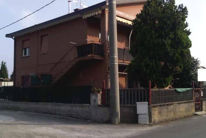 Appartamento in buone condizioni in vendita Rif. 8735894