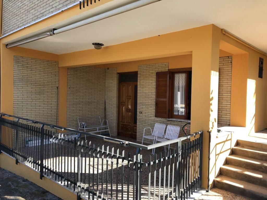 Appartamento in buone condizioni arredato in affitto Rif. 8730823