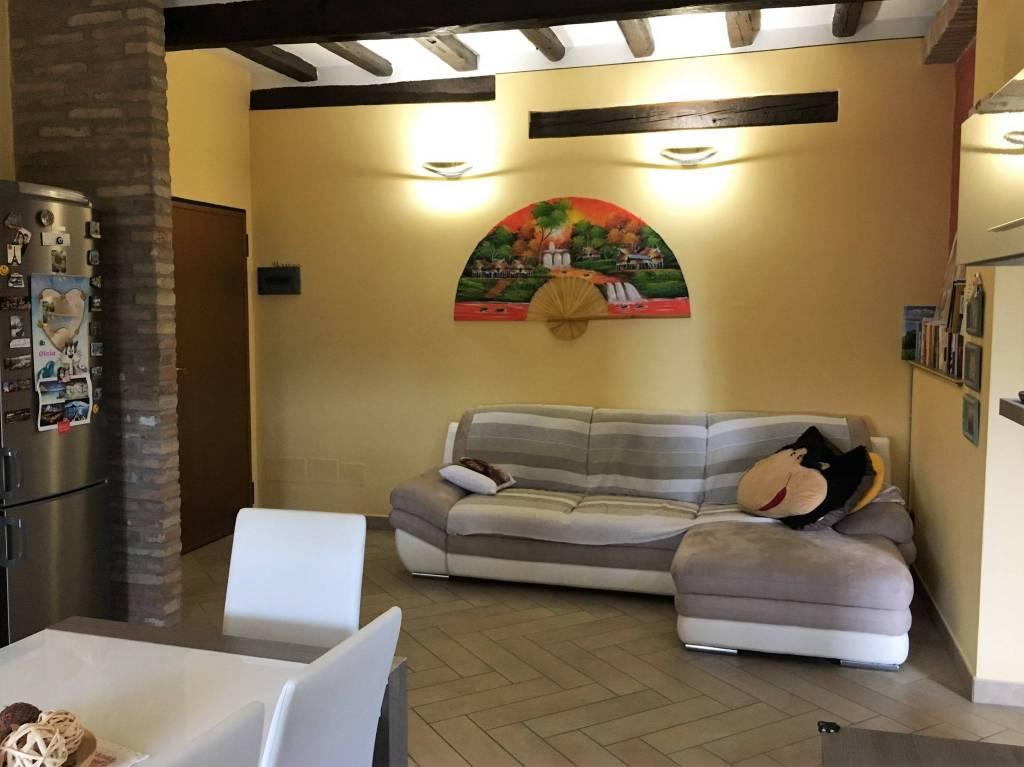 Appartamento in ottime condizioni parzialmente arredato in affitto Rif. 8732208