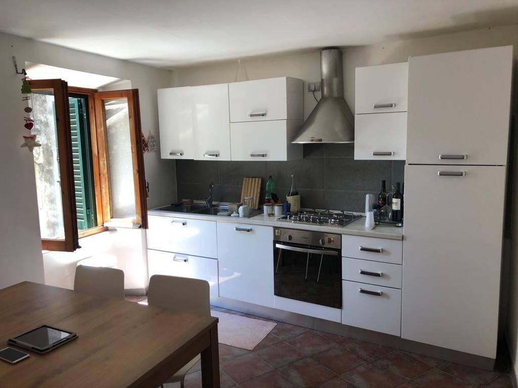 Appartamento in ottime condizioni in vendita Rif. 8730926
