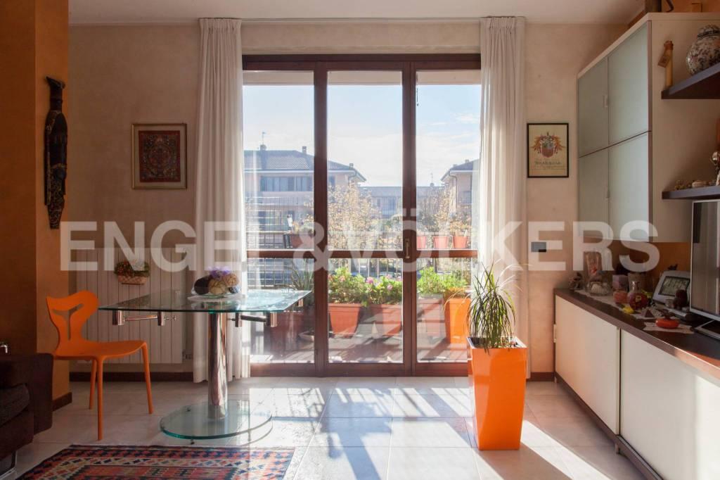 Appartamento in buone condizioni parzialmente arredato in vendita Rif. 8737146
