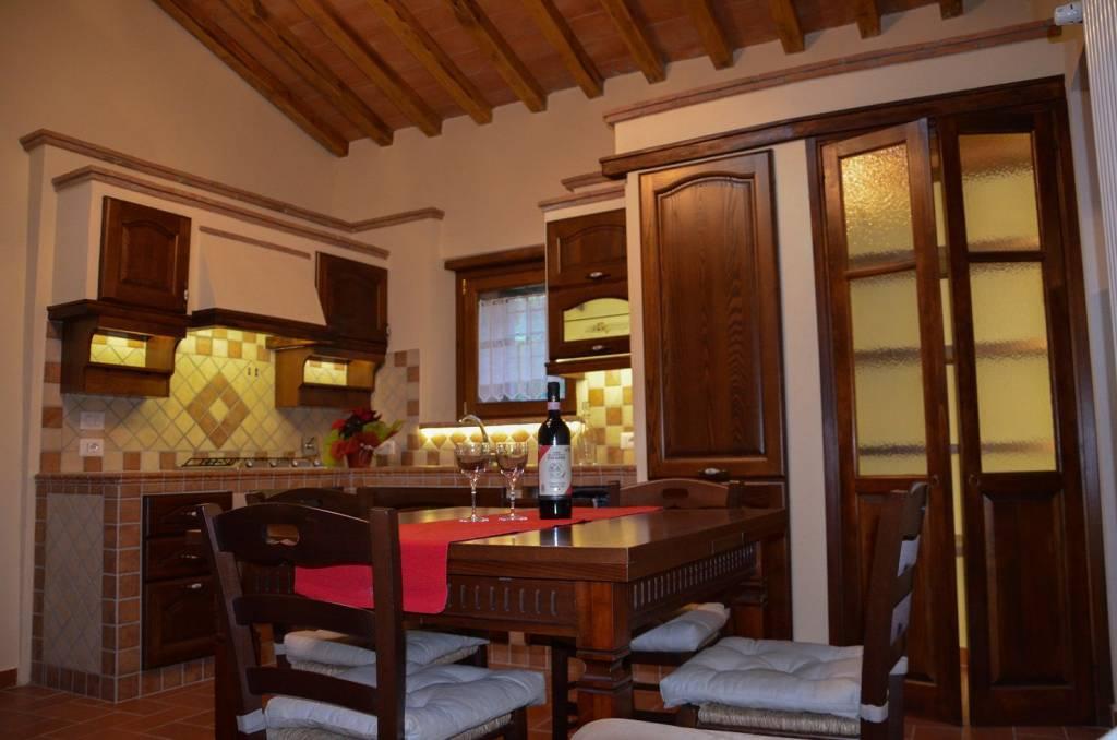 Appartamento in ottime condizioni arredato in affitto Rif. 8733612