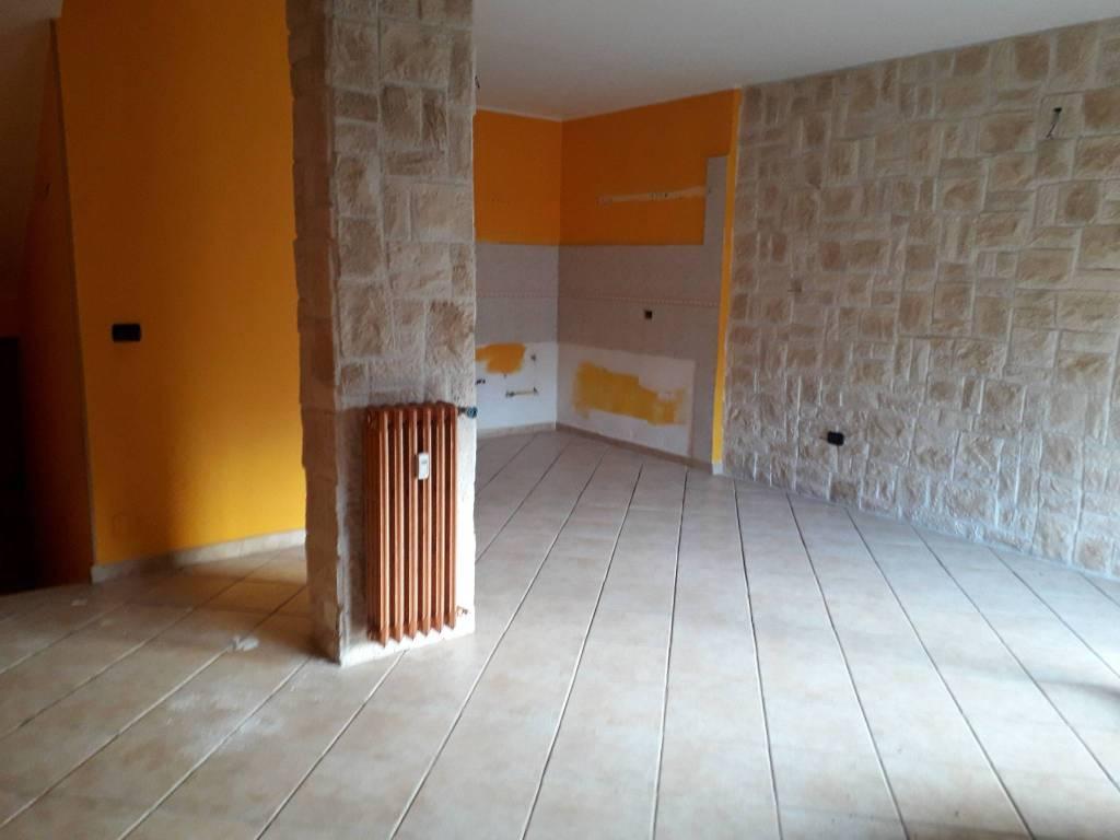 Appartamento in buone condizioni in vendita Rif. 8737194