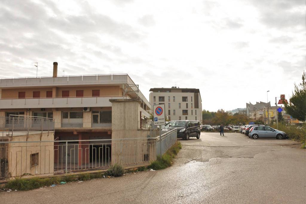 LOCALE COMMERCIALE ZONA NORD 600+600 Rif. 8748979