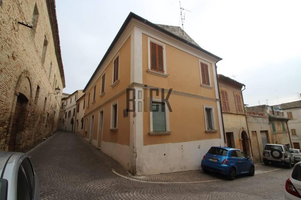 Appartamento in buone condizioni in vendita Rif. 8749874