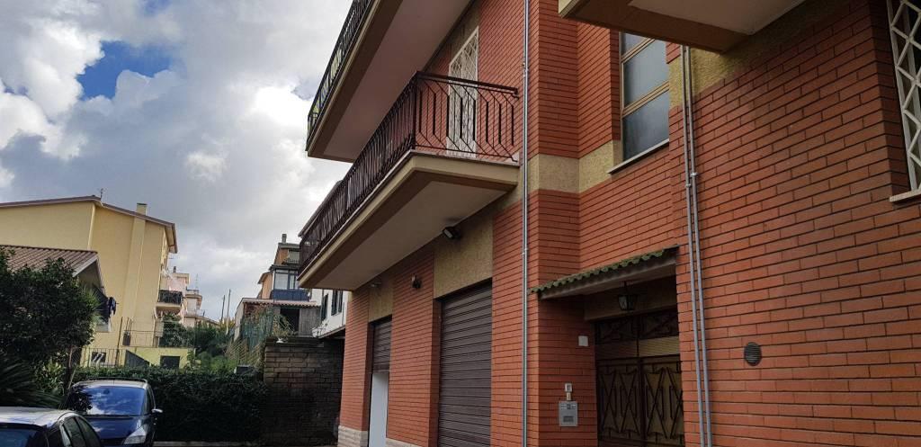Appartamento parzialmente arredato in affitto Rif. 8748145
