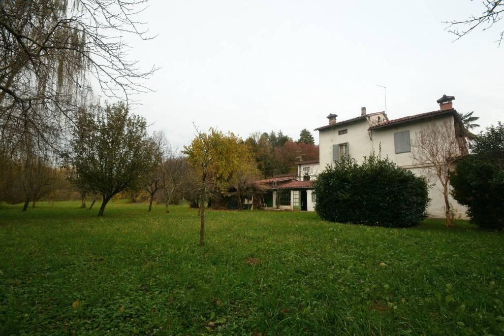 Villa in buone condizioni in vendita Rif. 9125064