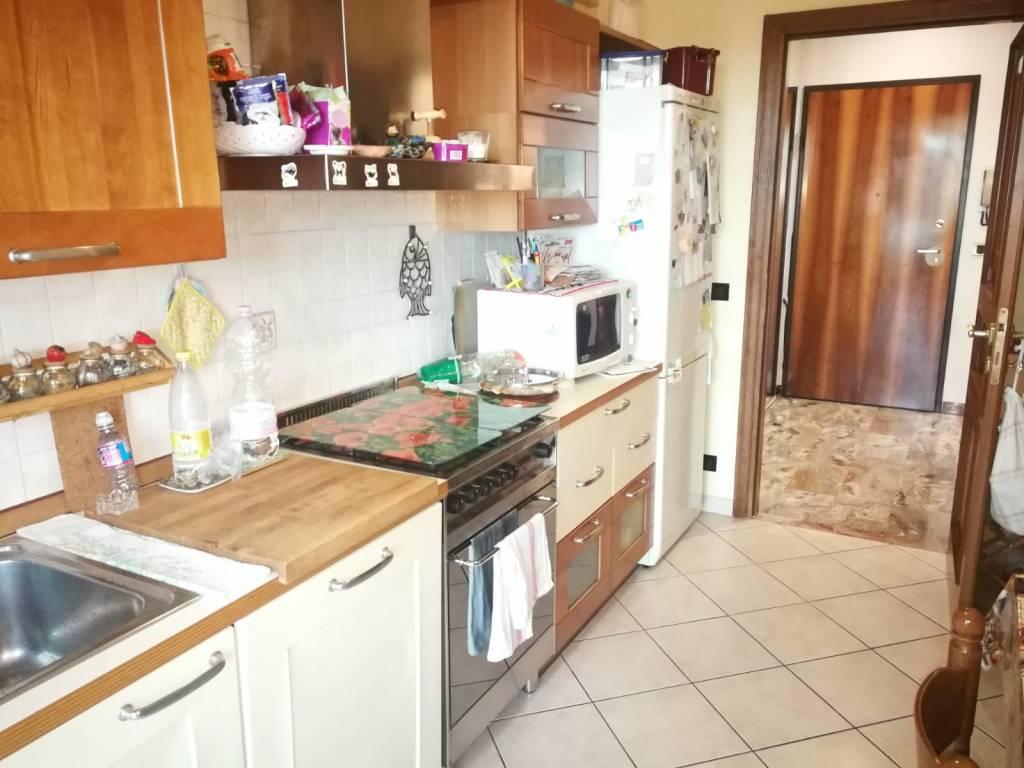 Appartamento in buone condizioni parzialmente arredato in vendita Rif. 8760621