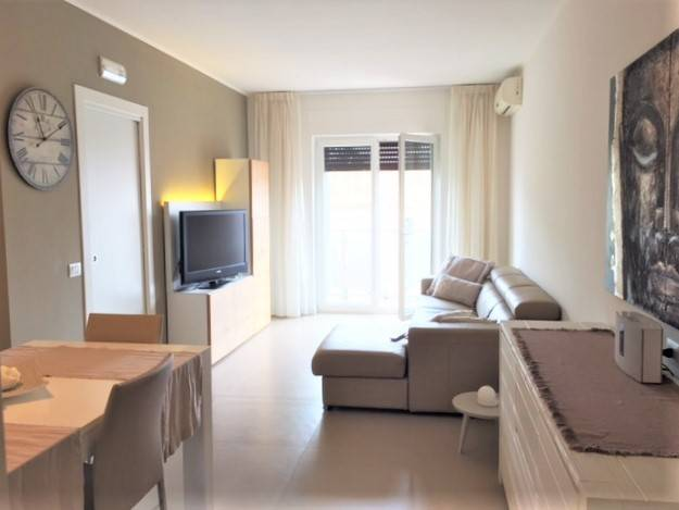 Appartamento in ottime condizioni arredato in vendita Rif. 8719436