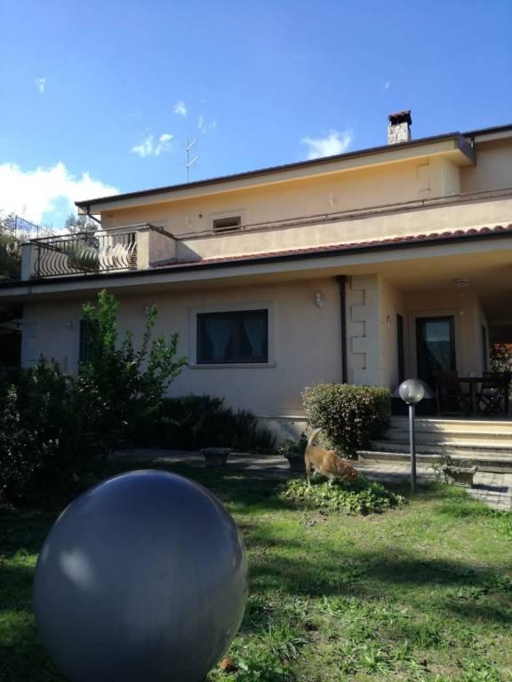 Villa in buone condizioni in vendita Rif. 9151201