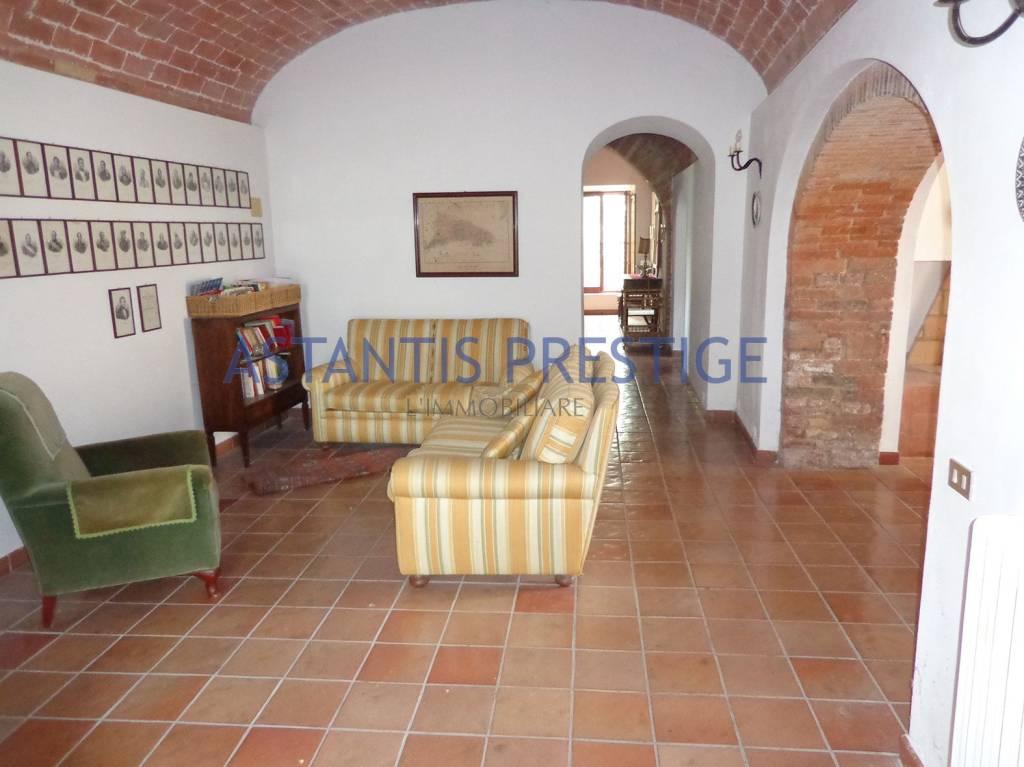 Rustico / Casale da ristrutturare in vendita Rif. 8338137