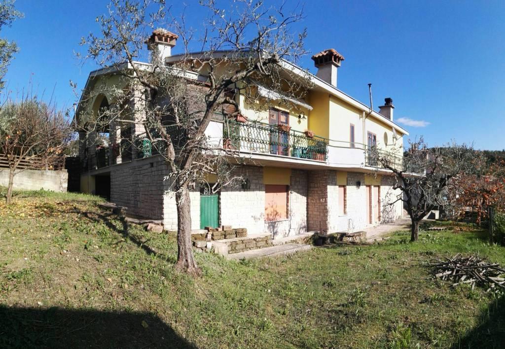 Appartamento in buone condizioni in affitto Rif. 9153381