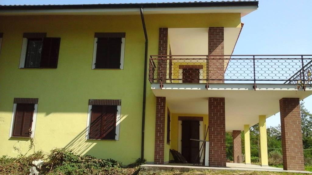 Villa in buone condizioni parzialmente arredato in vendita Rif. 8747633