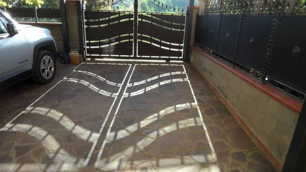 Villetta a schiera in ottime condizioni parzialmente arredato in vendita Rif. 8776111