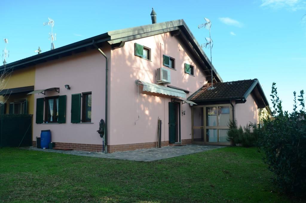 Villa in vendita via Principale Borgo Ticino