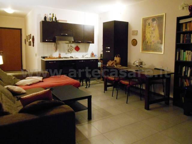 Appartamento in buone condizioni in vendita Rif. 8744830