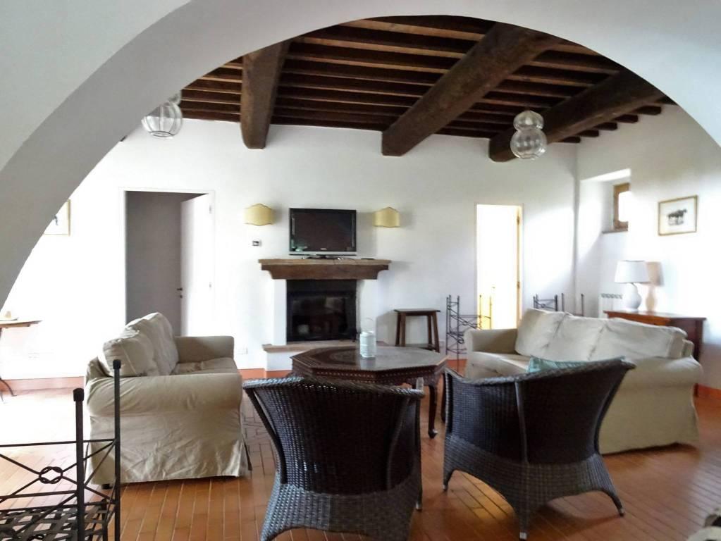 Rustico / Casale in ottime condizioni arredato in affitto Rif. 8743804