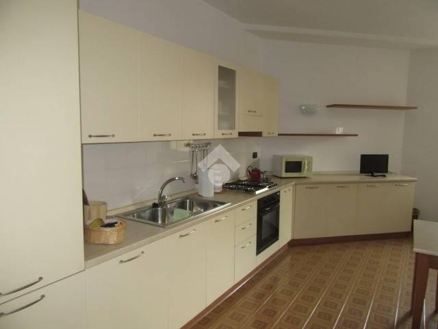 Appartamento in buone condizioni arredato in affitto Rif. 9215837